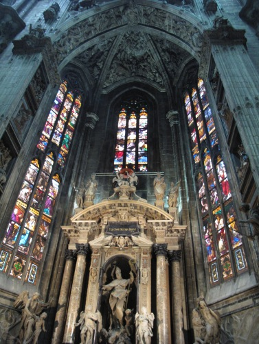 Duomo di Milano - Stained glass and altar