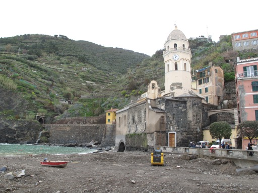 Vernazza, clean up in progress
